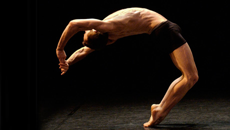 Under the Skin delivers a breathtaking performance of modern dance