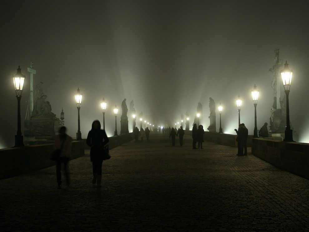 fog-bridge-prague_50622_990x742
