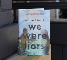 we-were-liars-by-e-lockhart-book-cover-and-book-review