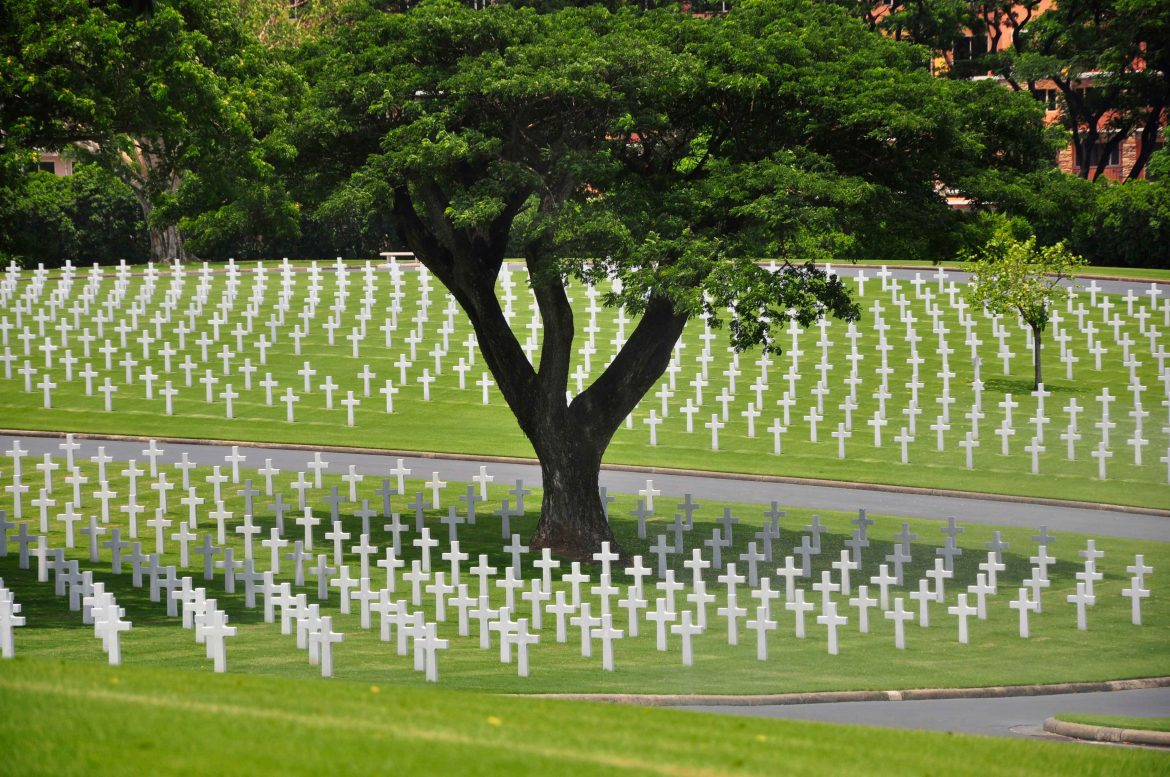 american-cemetery-manila-hundreds-of-white-marble-cross-grave-sites